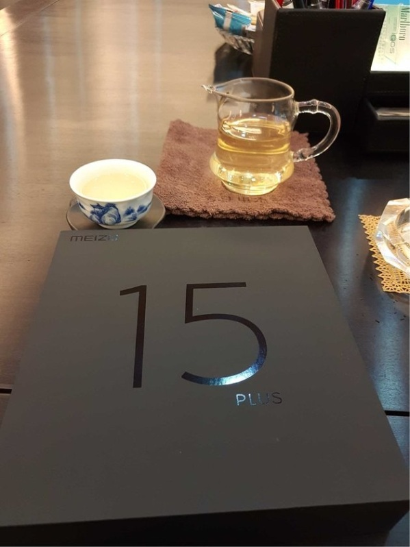 1Meizu-15-Plus-box