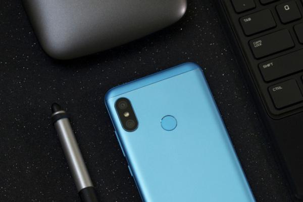 1Xiaomi-Redmi-6-Pro-Lake-Blue