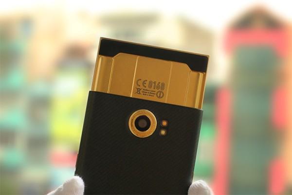 1blackberry Gold-Priv-4