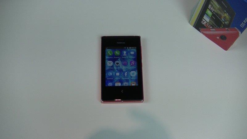 Test du Nokia Asha 503 : un faux air de Lumia…. en XXS