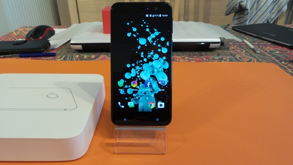 htc u play - vue 19
