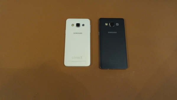 test comparatif samsung galaxy a3 vs samsung galaxy a5 une question de taille top for phone. Black Bedroom Furniture Sets. Home Design Ideas