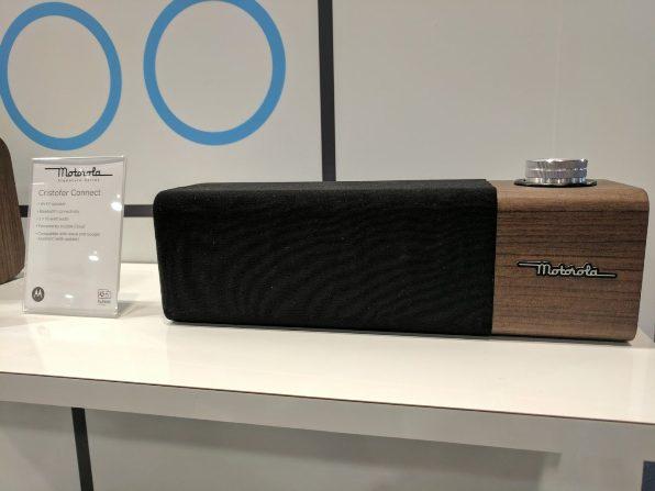 1motorola-cristofer-connect-smart-speaker