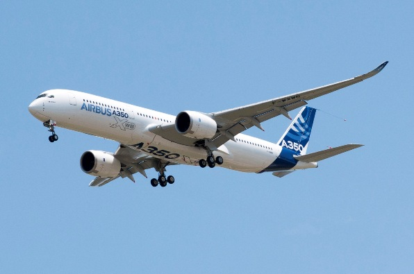 A350_First_Flight_-_Low_pass_03