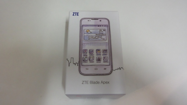 ZTE Blade Apex packaging